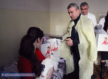 Մարզի ղեկավարը նվերներ հանձնեց նորածին փոքրիկներին
