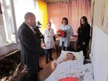 «Մեր այսօրվա վերաբերմունքի մեջ արտառոց ոչինչ չկա». Լոռու մարզպետն այցելեց Վանաձորում բնակվող 82-ամյա Արաքսյա Խառատյանին