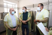 Լոռու մարզպետը ծանոթացավ Մարգահովիտ համայնքում գործող «Վարդանուշ» ՍՊԸ-ի պանրի արտադրամասի գործունեությանը: